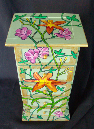 Mini Chest w/ Tiger Lilies